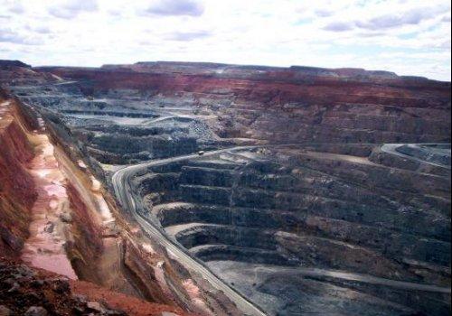 Arbeiten im Tagebau in Kalgoorlie / Westaustralien